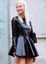 Кожаное плиссированное платье