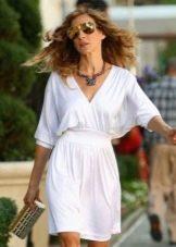 Белое повседневное платье с V-образным вырезом