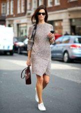 Теплое серое повседневное платье с ассиметриччным низом юбки