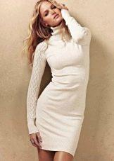 Теплое шерстяное повседневное платье белоего цвета