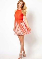 Платье расклешенное с плиссированной юбкой