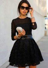 Платье, расклешенное от талии