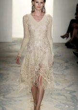 Бежевое расклешенное вязаное платье