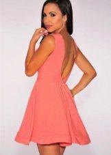 Летнее расклешенное платье с открытой спиной