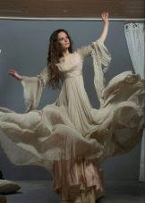Расклешенное бежевое платье длинное в пол с оригинальными рукавами