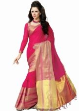Красно-розовое индийское сари