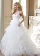 Длинное пышное свадебное платье с завышенной талией