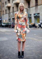 Цветочное платье средней длины