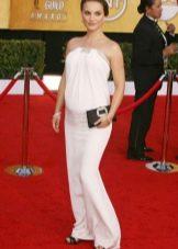 Белое трикотажное платье для беременных