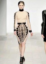 Трикотажное платье с кожей