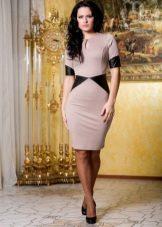Трикотажное платье с кожаными вставками по бокам