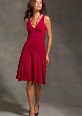 Красное короткое трикотажное платье
