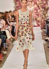 Платье вязаное крючком вечернее с цветочками