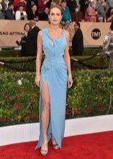 Голубое весенне платье с вырезами и разрезом