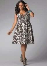 Платье с принтом для полных