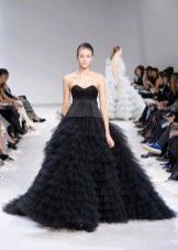 Пышное многоярусное платье