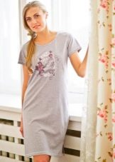 Трикотажное домашнее платье серого цвета