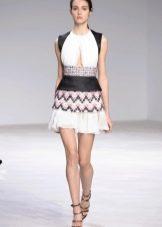 Короткое летнее черно-белое платье