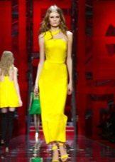 Ярко-желтое платье
