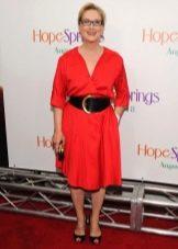 Летнее платье для женщин 50 лет красное
