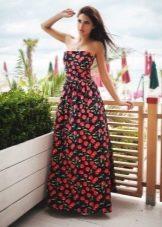 Длинное летнее платье-бандо с принтом