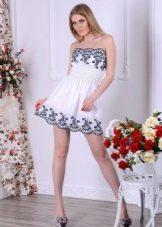Короткое летнее платье-бандо