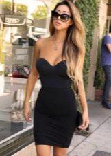 Облегающее черное платье-бюстье