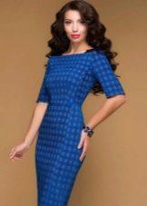 Синее платье с серыми гусиными лапками