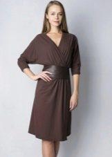 Однотонное платье-халат  запахом и рукавами летучая мышь
