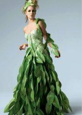 Платье из бумажных листиков