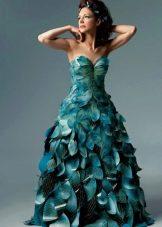 Платье из кусочков бумаги