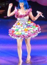 Платье из конфет короткое