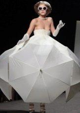 Платье из зонтов