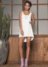 Короткое платье-майка с асимметричным подолом