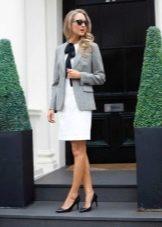 Пиджак к белому платью на корпоратив