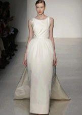 Белое длинное платье с юбкой колокол со шлейфом