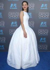 Длинное белое вечернее платье в пол с юбкой колокол
