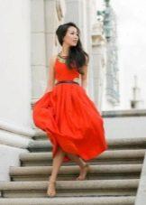 Летнее красное платье с юбкой солнце