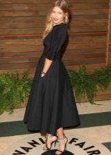Черное платье с юбкой солнце с длиной чуть выше щиколоток