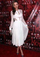Белое платье с юбкой солнце средней длины