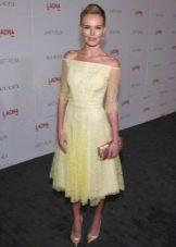 Желтое кружевное платье с юбкой солнце средней длины