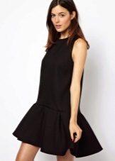 Черное короткое платье с заниженной талией