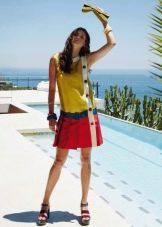 Цветное платье с заниженной талией