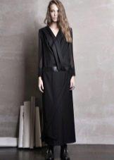 Длинное черное платье с заниженной талией