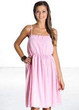 Розовое приталенное платье-сарафан