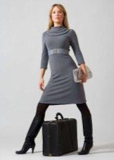 Шерстяное платье с широким воротником