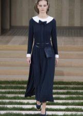 Шерстяное платье средней длинны