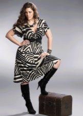 Шерстяное платье для полных с принтом