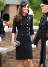 Черное платье в стиле милитари с двойным рядом пуговиц на груди