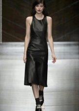 Платье из экокожи черное